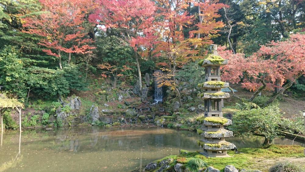 海石塔とみどり滝と紅葉